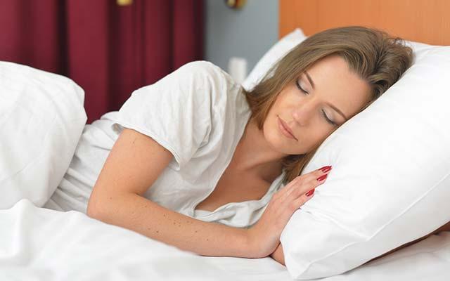 隣で寝ている人のいびきを止めたい時に試す4つの方法