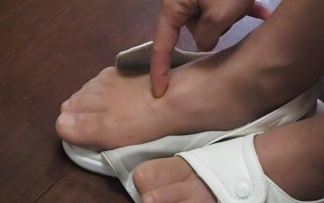 「太衝」は足の甲にあるツボ