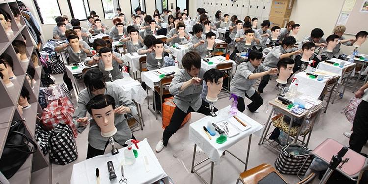 理容科でカット技術を極める! 埼玉県理容美容専門学校