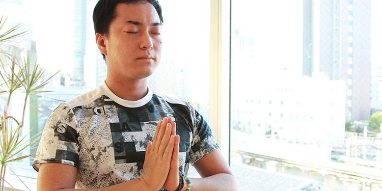 ヨガ・マスターが教える「心身を整えるヨガ講座」 Lesson 1 〜朝、目覚めと同時に行いたいヨガ〜