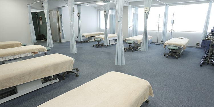 すぐに鍼が持てる!?実践的な授業が魅力! 東京医療福祉専門学校