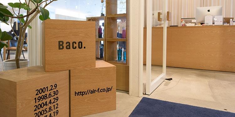 多くの引き出しがある「箱」のようなサロンに『Baco.』