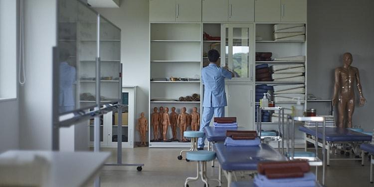 """医療人として大切な""""心と手""""を育てる  神奈川衛生学園専門学校"""