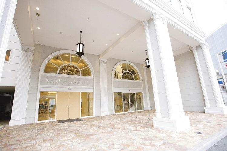 真っ白な美しい校舎と充実した設備! 千葉ビューティーアート専門学校