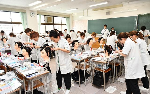 埼玉 理容 美容 専門 学校