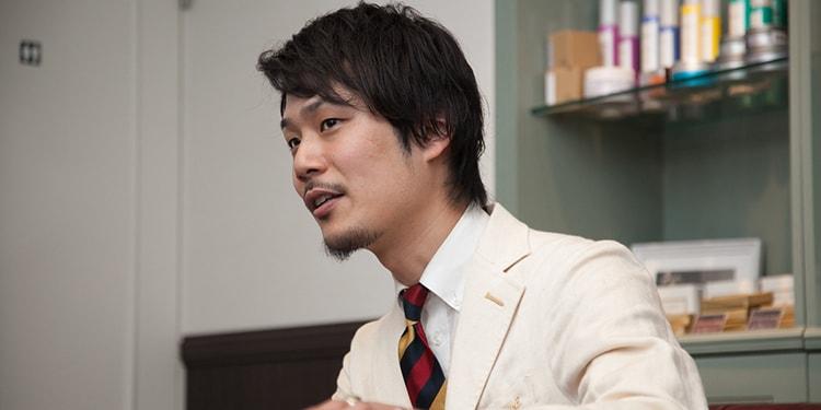 坂爪亮介 interview #1:理容店で働く、靴磨き職人に迫る!